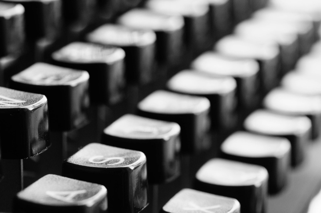 typewriter-keys-mechanically-letters